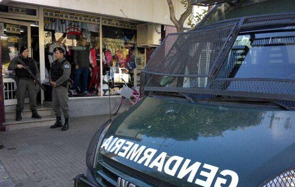 El allanamiento de Gendarmería en Casilda. (foto Twitter: @ollanos)