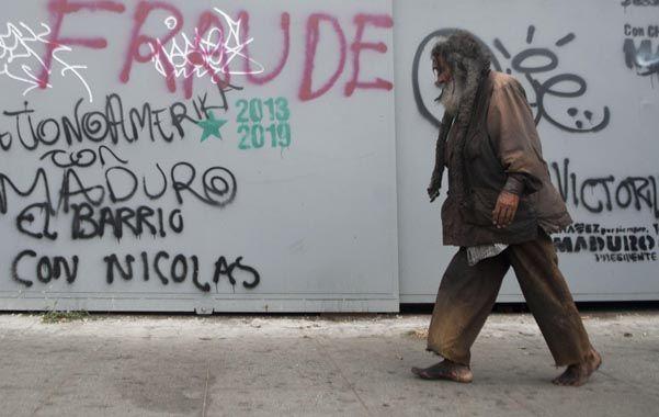 País dividido. En las calles de Caracas aparecieron pintadas denunciando el fraude y también de apoyo a Maduro.