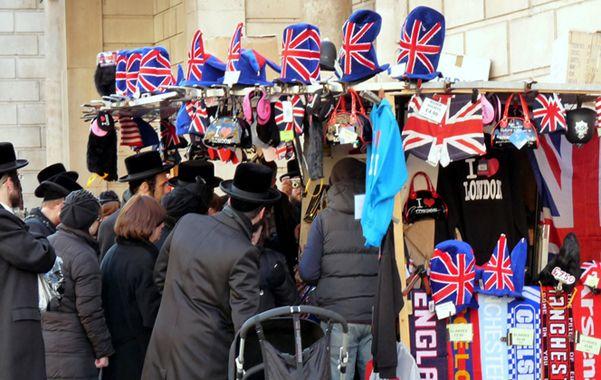 Controvertido. Miembros de la comunidad Belz en Londres. Un precepto religioso los puso en la discusión pública.