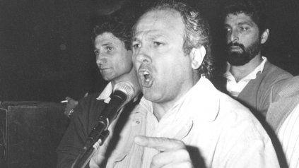 Alberto Piccinini frente al micrófono, como en tantas asambleas obreras, en un acto de octubre de 1991.