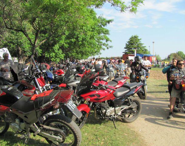 Confluencia. El parque Carlota Joubin recibe a los motoqueros.