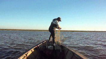 Veda de pesca en el río Paraná. El argumento principal se relaciona con la bajante histórica y extraordinaria y las consecuencias negativas que para la fauna ictícola representa esta inusual situación.