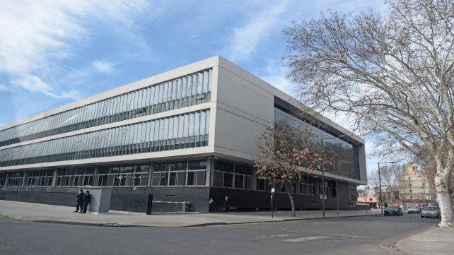 Tribunales. La imputativa se llevó a cabo en el Centro de Justicia Penal ubicado en Sarmiento y Virasoro.