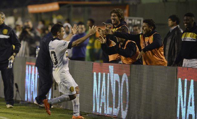 Medina marcó el tercero que definió el partido y eso es lo que rescató el arquero canalla. (Foto: G. de los Rios)