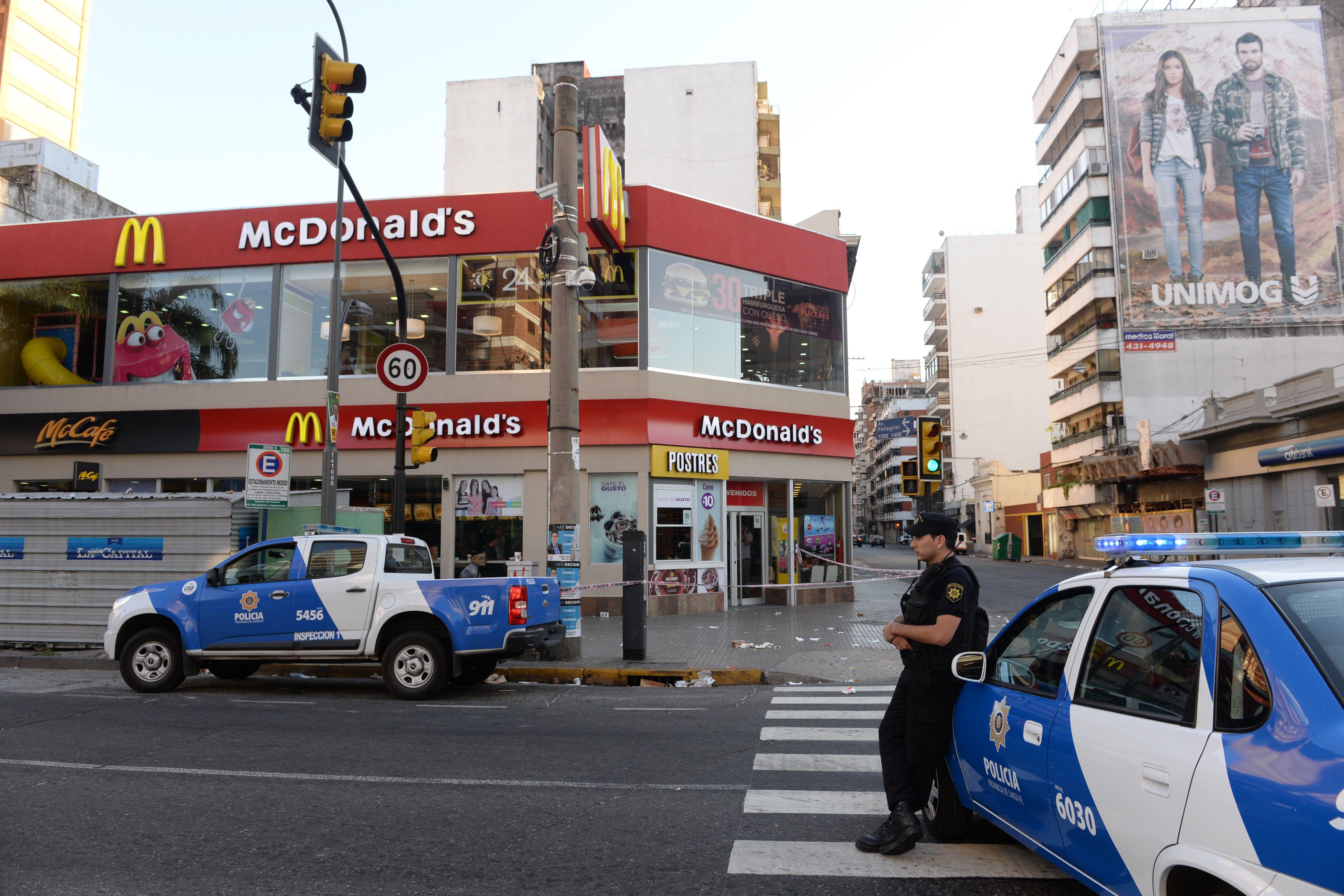 Imputaron de tentativa de homicidio agravada al policía que entró a los tiros en un McDonalds