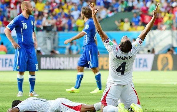 La hora más gloriosa. Los ticos no lo pueden creer: acaban de ganarle a Italia y pasar a la siguiente ronda del Mundial.