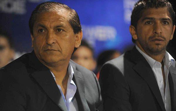 El técnico millonario está obligado a cambiar en defensa por la expulsión de Leonel Vangioni.