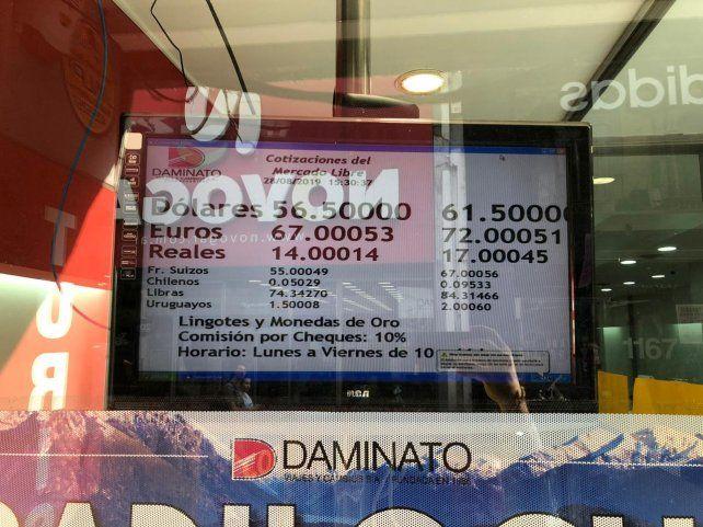 La cotización del dólar cerró en las casas de cambio rosarinas a 61