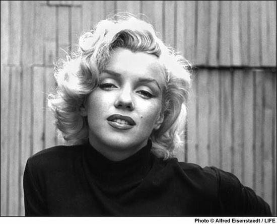 El poder de la imagen de Monroe es tan fuerte que tan sólo Michael Jackson y Elvis Presley han ganado más dinero que ella después de muertos.