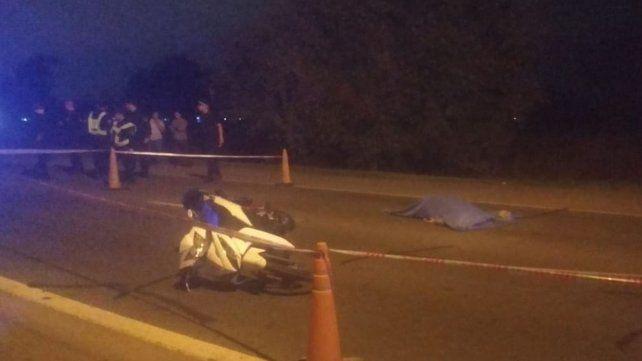 Un motociclista murió tras chocar contra un auto en Ibarlucea