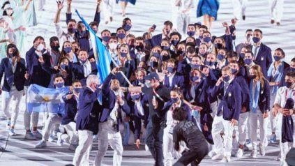 La alegría de la delegación argentina llenó de color y calor la ceremonia de apertura de los Juegos Olímpicos de Tokio.