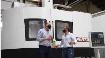 Perotti participó este sábado de la apertura del nuevo Perotti recorrió las instalaciones del taller de pares montados junto al titular de la Unión Ferroviaria, Sergio Sasia,