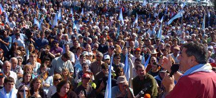 Masivo acto en Gualeguychú y anuncios de probable continuidad del paro