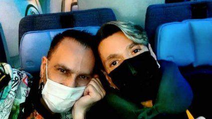 Roberto Piazza y su pareja Walter Alvarez en el viaje de regreso desde Madrid.
