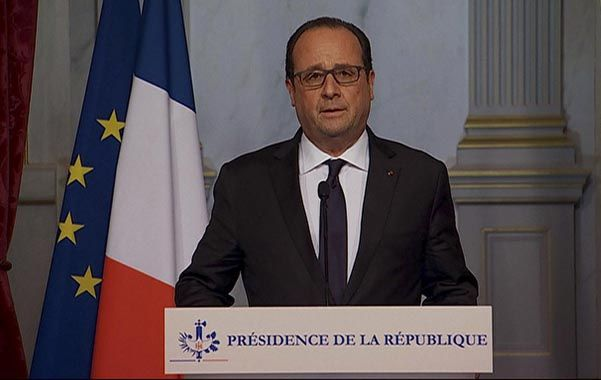 Conmocionado. Hollande