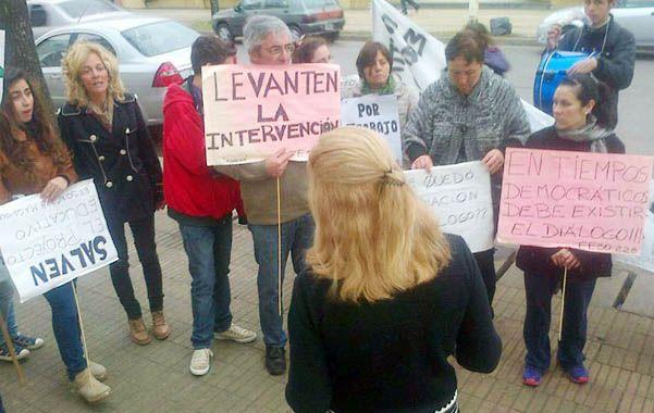 Protestas en respaldo. La comunidad hizo marcha por los reintegros.