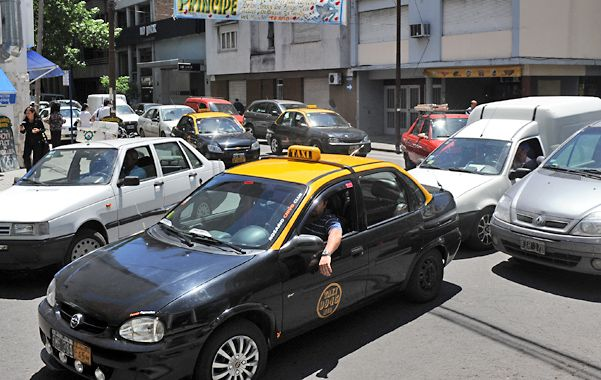Mucho tránsito. Las calles de Rosario