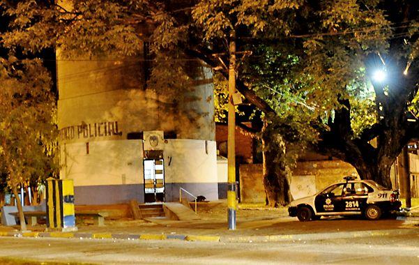 El tanque. El destacamento de Grandoli y Güiraldes debe relevar a una docena de personas con arresto domiciliario.