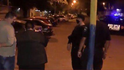 Balacera en barrio Municipal: dos hombres heridos y uno se salvó por el cinturón