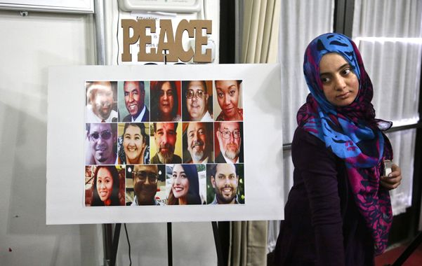 Dificil convivencia. La comunidad musulmana en California rinde póstumo homenaje a las 14 víctimas del ataque.