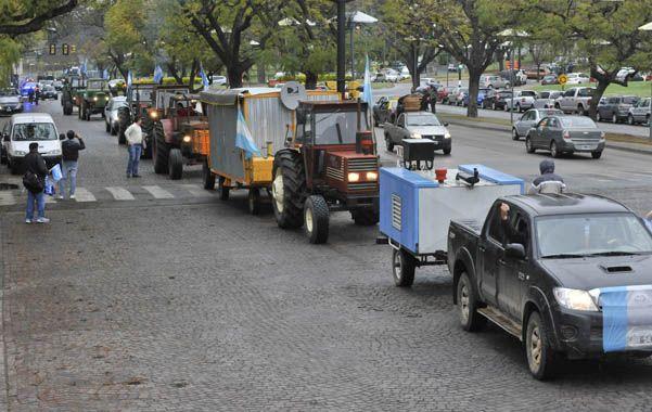 Productores de cuarenta localidades llegaron con tractores y camionetas a Rosario.