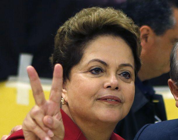 La presidenta de Brasil fue temprano a votar.