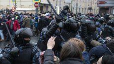 La represión en Moscú. Hubo manfiestaciones de decenas de ciudades de toda Rusia, una señal de alarma para Putin.