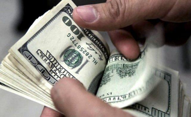 Con información sobre los titulares de planes sociales, los bancos volverán a vender dólares