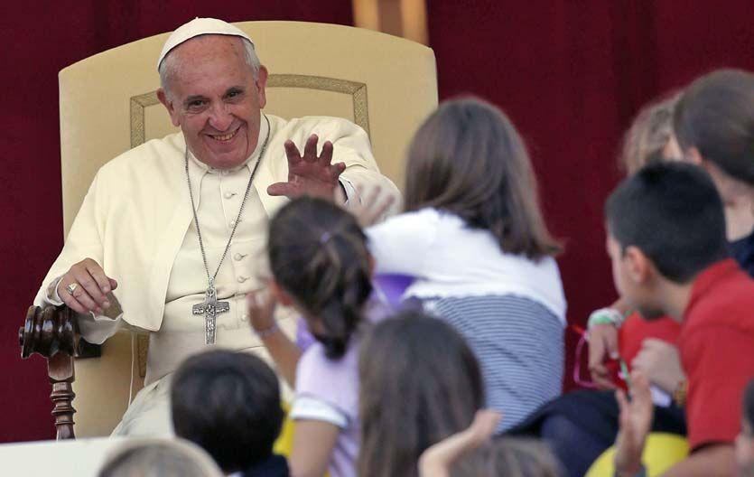 Con los niños. Ayer en la Plaza San Pedro el Sumo Pontífice tuvo un encuentro con familias católicas.