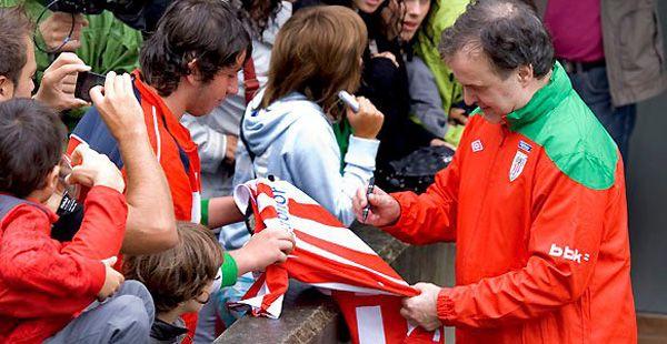 El Loco Bielsa dejó su impronta en la primera práctica en Athletic Bilbao