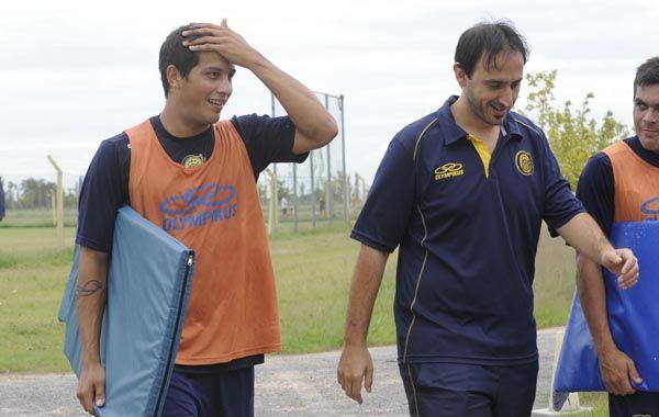 Lucas Lazo se retira del entrenamiento esta mañana en Arroyo Seco. El defensor reemplazará al Loncho Ferrari. (Foto: S. Salinas)
