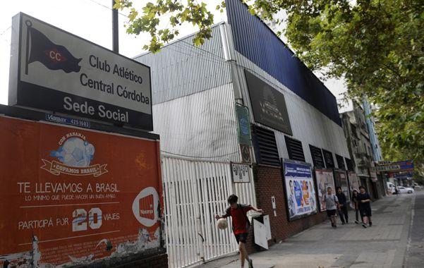 San Martín al 3200. La bailanta funciona en uno de los salones sociales de la entidad deportiva de Tablada.