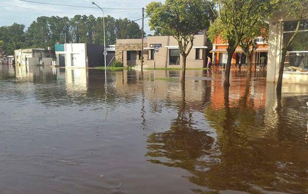 Bajo agua. María Susana resultó seriamente afectada por la masa hídrica. Lifschitz prometió obras de inmediato.