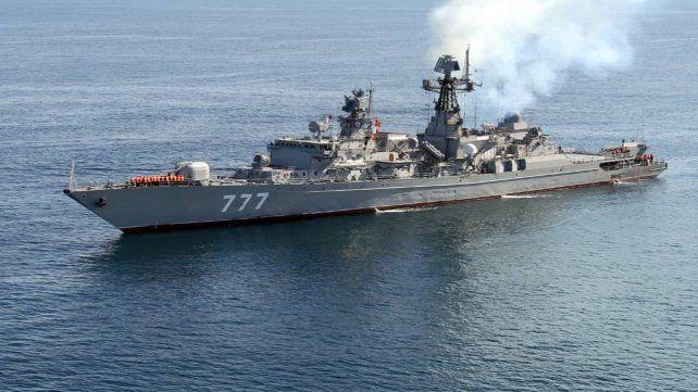 Poder naval. Un crucero ruso navega por el Océano Indico hacia un puerto iraní.