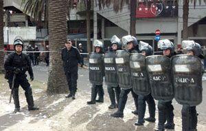 Los uniformados custodiaban esta tarde el ingreso de la hinchada local. (Foto: E. Rodríguez Moreno)