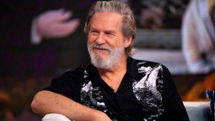 Jeff Bridges dice que su cáncer está remitiendo.