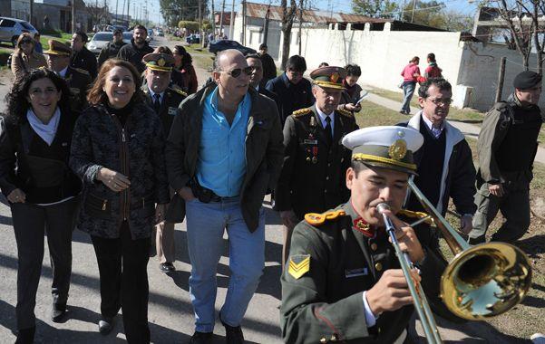 otros tiempos. Fein y Berni caminan por el barrio Las Flores cuando Gendarmería desembarcó en Rosario.