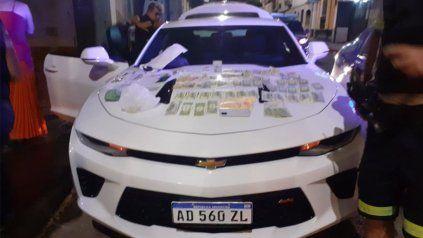 El auto último modelo que compraron los estafadores con el dinero malhabido.