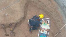 rescatan a un operario que cayo en un foso de 15 metros de profundidad