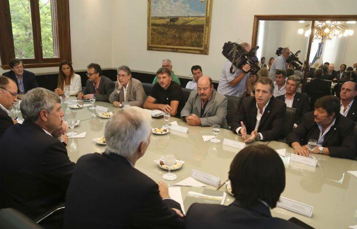 Histórico. La mesa de enlace volvió a funcionar y volvió también a reunirse con la primera línea de un gobierno.