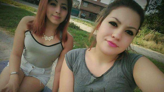 Denise Juárez (17) y Sabrina Barrientos (15)
