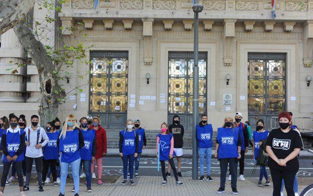Frente a Gobernación. Movimientos sociales realizaron una jornada como punto de inicio de un plan de lucha a nivel nacional ante el aumento inflacionario que impacta aún más en salarios que reciben como trabajadores cooperativistas.