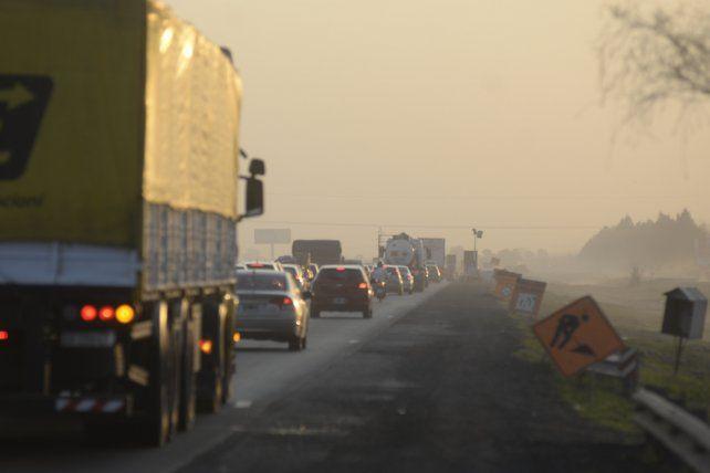 Las obras de repavimentación de la autopista que lleva adelante Vialidad Nacional en la mano a Córdoba generan embotellamientos.