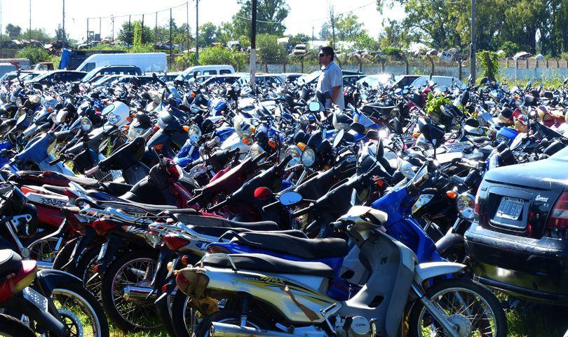 Los autos y motos fueron secuestrados y derivados al depósito municipal. (Foto: A. Amaya)