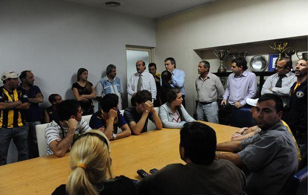 Los hinchas estuvieron el martes en la sede de Central con los dirigentes.