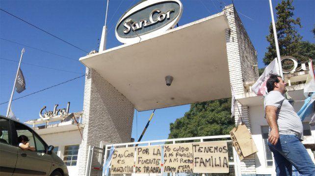 Los trabajadores de Sancor levantaron el acampe y el corte en Centeno tras el depósito.