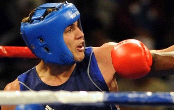 Peralta ganó en boxeo, se aseguró un diploma, e irá por una medalla