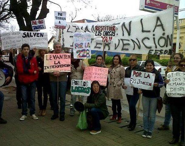 Los docentes se manifestaron en contra de los cambios en la escuela.