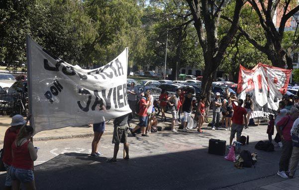 Allegados a Barquilla se hicieron escuchar ayer en Tribunales. (Silvina Salinas / La Capital)