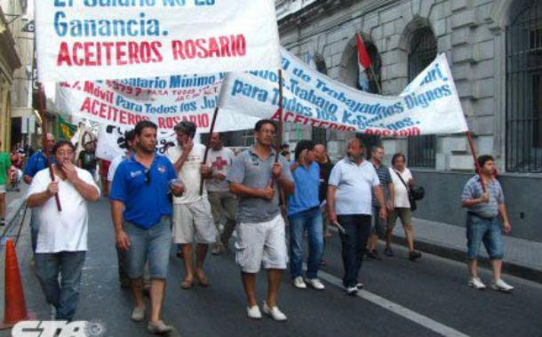 La disputa. El jueves distintos gremios marcharon en Rosario.